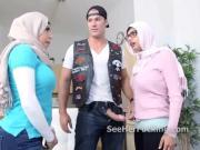 Hijab wearing muslims threeway blowjob