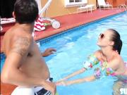 Babe in bikini Carolina Sweets does swimming lessons and rides cock