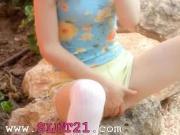 Petite skinny doll masturbate