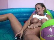 Leeanna Heart uses a dildo on her mature pussy