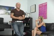Gorgeous Cindy Chick Gives BJ To Nails One Meaty Hard-On
