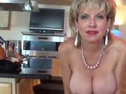 Adulterous uk mature lady sonia reveals her massive jugs