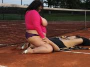 BBW sits on suckers face on the tenniscourt