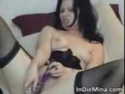 Wet and horny brunette chick fucks her bald twat with s