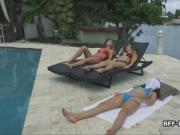 Hot threeway with bikini besties