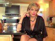 Unfaithful uk mature lady sonia displays her massive ju