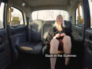 Pantyless milf Victoria Summers fuck in the taxi