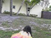 Stranded raver girl blows me