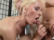Agile mom likes doggystyle fuck