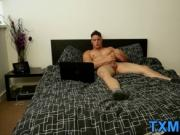 Muscular horny stud Harry Coniston wanks his long spear
