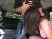 Guy picks up a hottie for car sex
