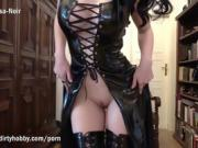 Goth babe with green eyes masturbates in latex outfit