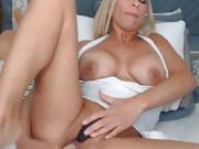Voluptious Blonde Loves Playing Her Pussy