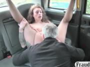Sexy woman tastes the cock and fucked in the backseat