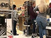 Thick Blonde Pawg Milf Weihnachtseinkaufe Busted bearbeitet