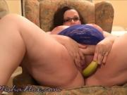 Naughty BBW cam-girl uses all her veggies
