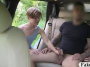 Pretty amateur pounded in the backseat to off her fare