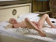 Splendid virgin masturbating cunt in bed