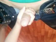 She makes him unload his cum with her hands