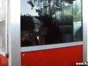 Maria fa pompino nella cabina telefonica