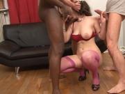 Angelica se fait sodomiser en gangbang a quatre