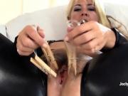 Kinky MILF Joclyn Stone prepares her pussy