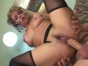 Slutty cougar Kelly Leigh really likes the younger guys
