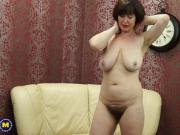 Mature NL - Hairy mom Janey fingering herself