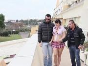 Arielle au Cap d'Agde pour un trio sauvage
