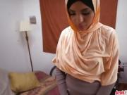 Well-shaped Arab girlfriend gets fucked