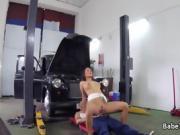 Horny babe fucks auto mechanic