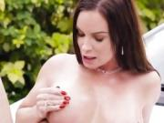 Hot Cougar Diamond Foxxx Turns Carwash Into Fucking