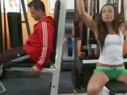 Fit stud gets his long pole sucked by sporty babe in the gym