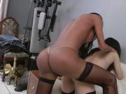 Samia, jeune beurette se fait enculer par un trans sexy
