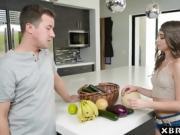 Selling organic foods door to door without much success