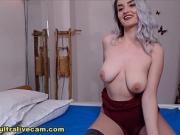 Stunning Blonde Shows Off On Webcam