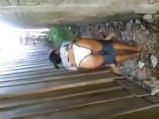 moreninha no beco.flv