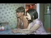 Jovenes rusos compatiendo a sus novias.