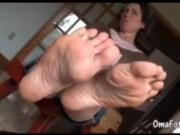 OmaFotzE Awesome Pervert Amateur Granny Feet video