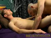 Bisexual husband cum eater Luckily Phillip knows just how to thank his
