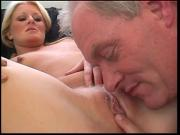 Stud fucks and creams chick after getting dick sucked on the bed
