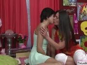 Teen babe Cadey Mercury learns to fuck a lesbian milf